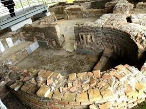 Un pugno in un occhio al patrimonio artistico calabrese: la nuova ss 106 squarcia in due la villa romana di Casignana