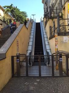 Vomero, le scale immobili di via Cimarosa