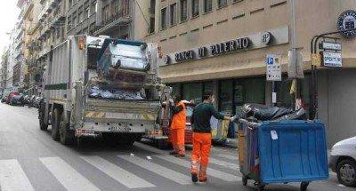 Palermo, emergenza rifiuti: provvedimento disciplinare per un dipendente su due