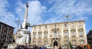 Catania-piazza-duomo_palazzo_degli_elefanti-400x215