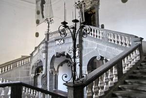 Napoli_-_Palazzo_Serra_di_Cassano_(scalone)